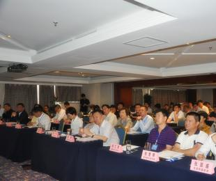 张士立秘书长参加汽车业与现代商业融合发展高峰论坛
